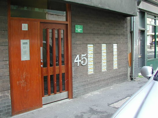 Recessed doors in houses and blocks of flats the crime for Front door design for flats